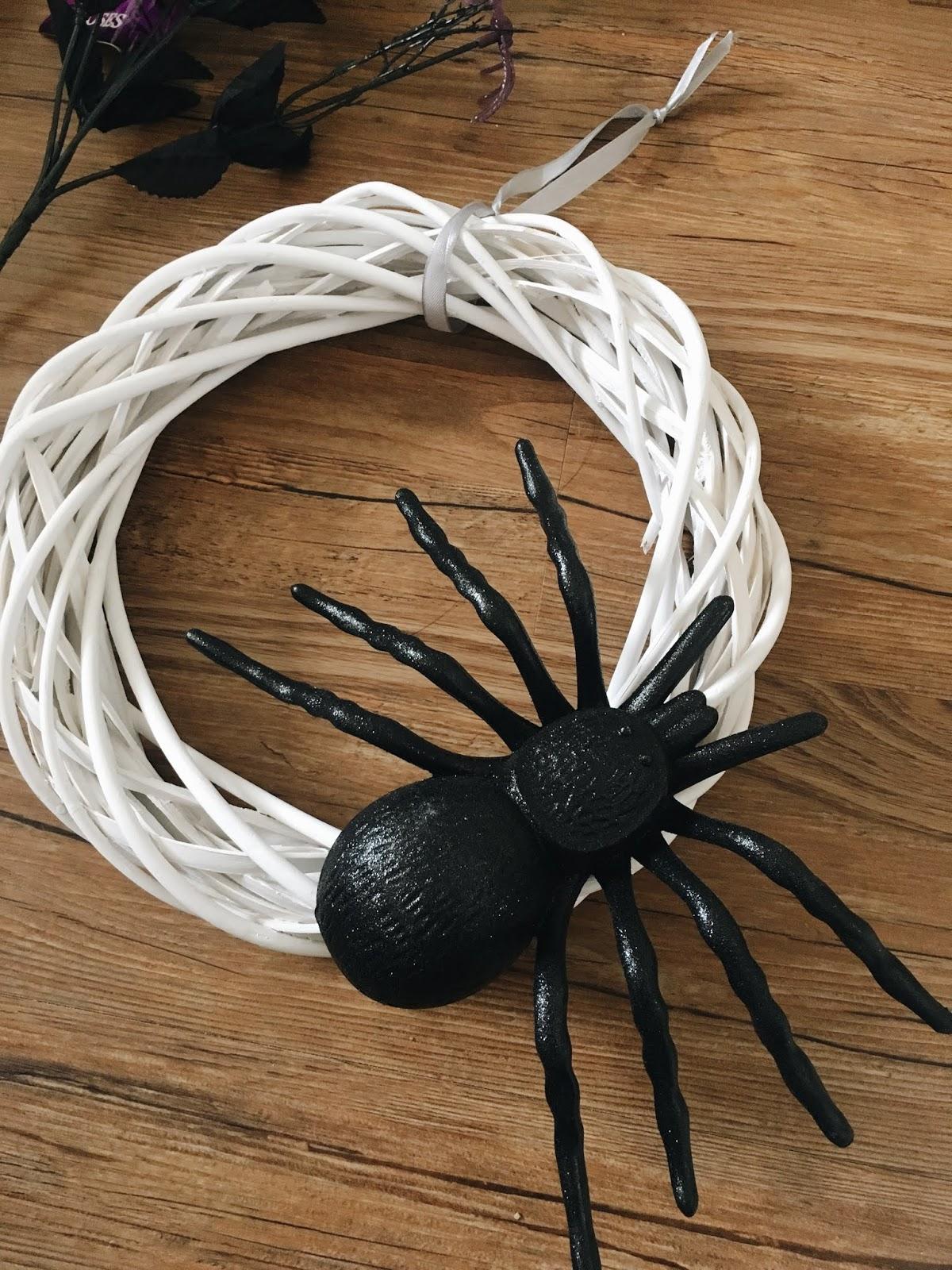 diy halloween spider wreath - under $10 | kelsey diane