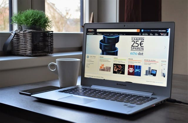 Menggunakan situs E-commerce