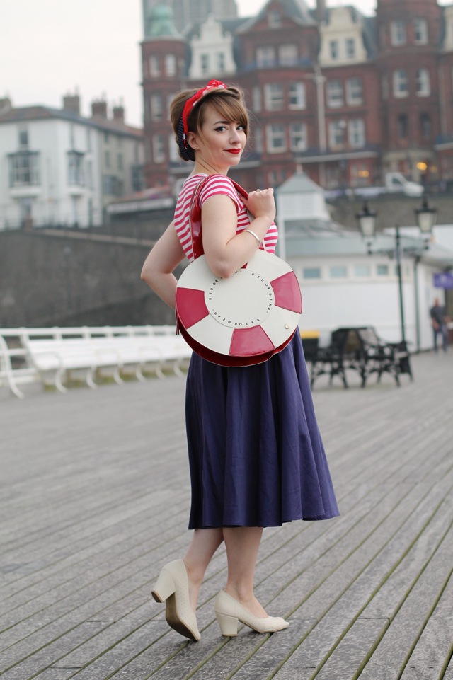 Nautical vintage inspired outfit with lifering novelty bag
