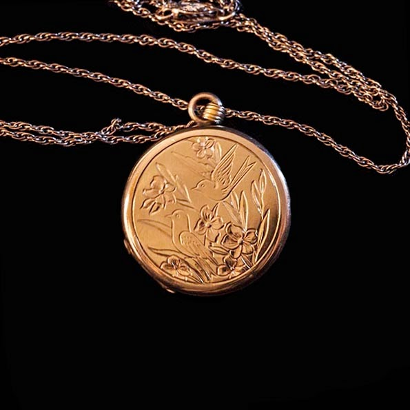 1950's Gold wash Locket wit birds and flowers, 20 inch chain