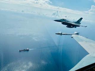 F-16 TNI AU  Amankan Wilayah ALKI I