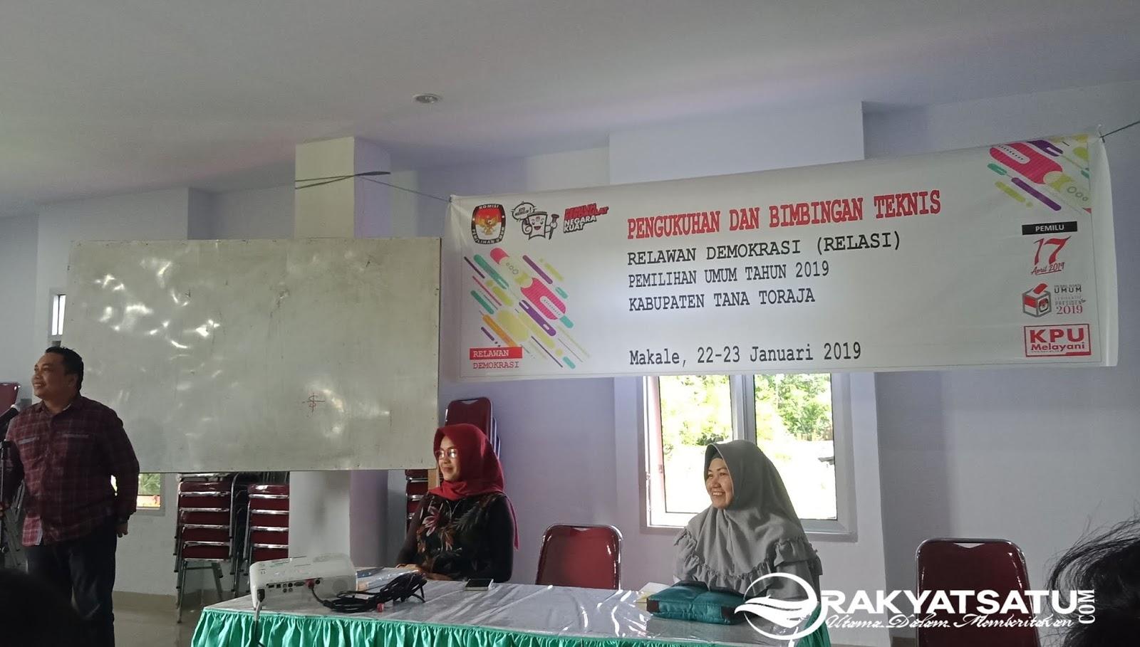 KPU Tana Toraja Kukuhkan 55 Relawan Demokrasi