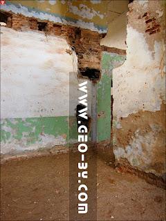 Грозов. Руины усадьбы Меержецких 18 века. Дымоходы в усадебном доме
