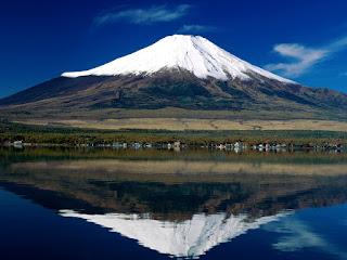 اعلى جبل في اليابان وهو جبل مقدس عند اليابانيين