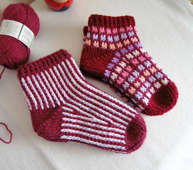 -crochetsocks-crochet-handmade-slippers-stripes-squares-socks-sirdar-yarn-wool