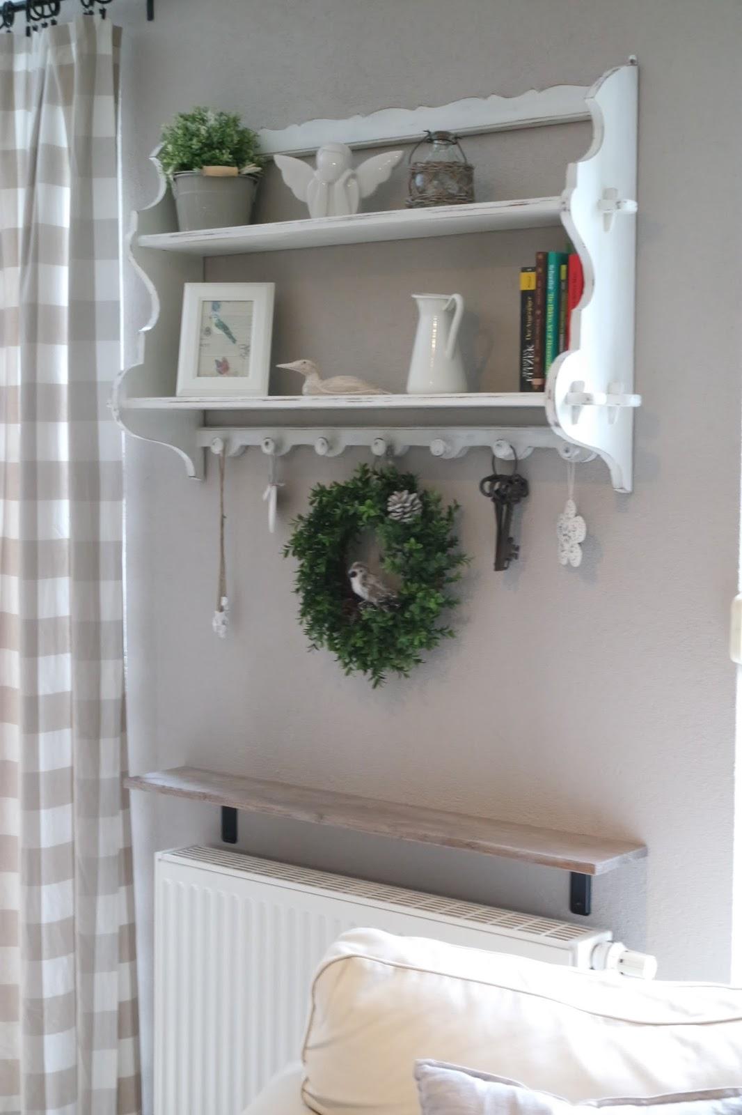 kleines gelbes haus diy rustikales wandregal f r unter 10. Black Bedroom Furniture Sets. Home Design Ideas