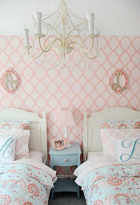 Chandelier in This Gorgeous Twin Bed Room for Kids