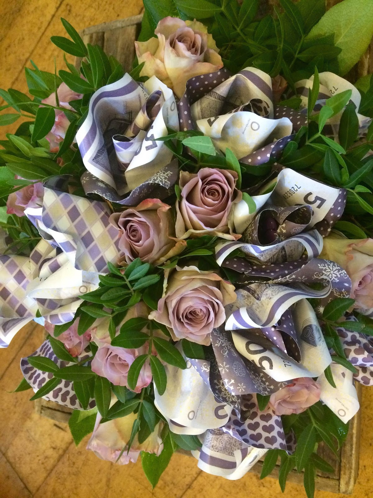 folde pengesedler blomst