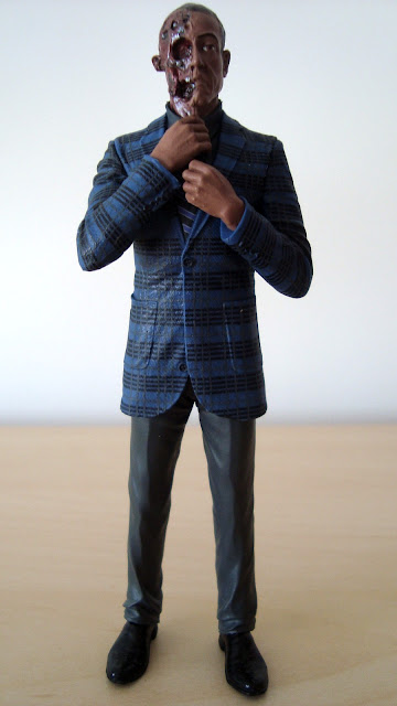 BREAKING BAD GUSTAVO FRING BURNED HEAD - MEZCO Gustavo-fring-breaking-bad-mezco001
