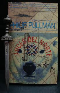 Portada del libro Luces del norte, de Philip Pullman