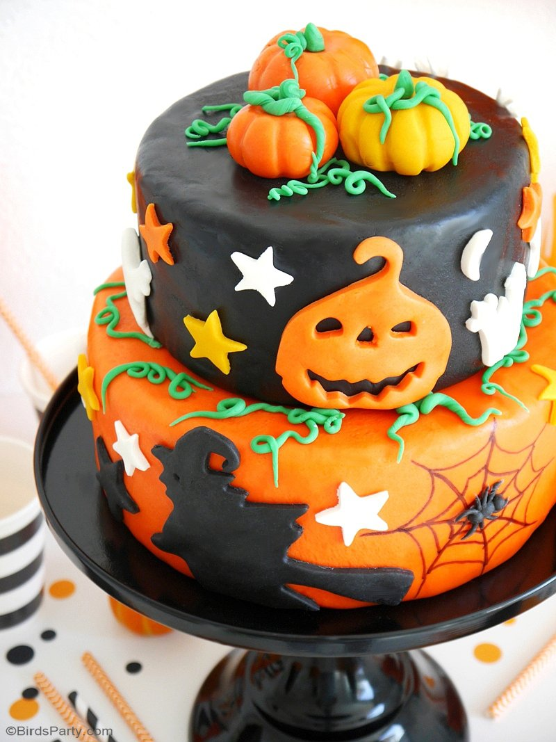 A Super Easy Two-Tier Halloween Cake - an impressive cake that's super fun to make and decorate and that will wow your guests on Halloween! by BirdsParty.com @birdsparty #halloween #halloweencake #spookyfood #spookycake #halloweenparty #halloweenspookycake #halloweentreats #halloweenfood