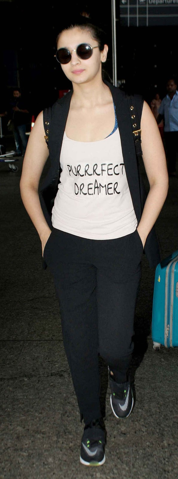Actress Alia Bhatt Spotted at Mumbai Airport