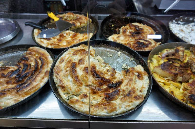 jedzenie w Bośni, jedzenie na Bałkanach, podróż do Bośni, podróż na Bałkany, burek