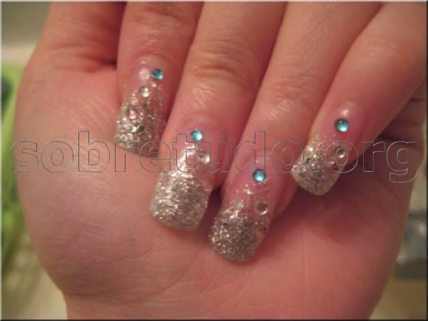 Decoraciones de uñas casuales, con lindos diseños para una cita