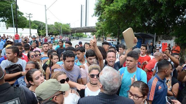 Confusão marca último dia de regularização eleitoral no Recife