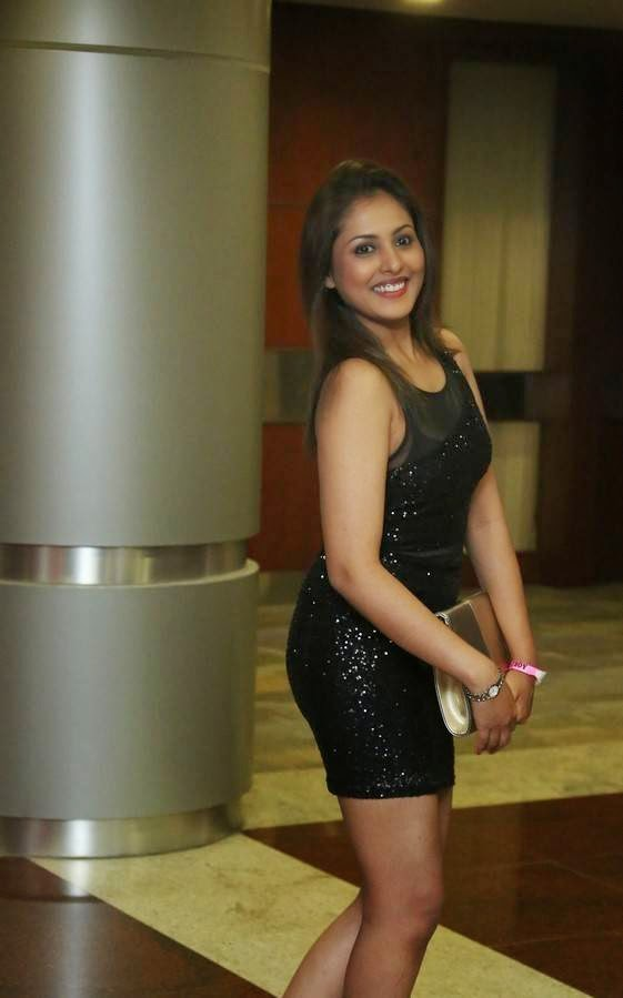, Madhu Shalini Hot HD Photos in Sexy Dress without sleeves