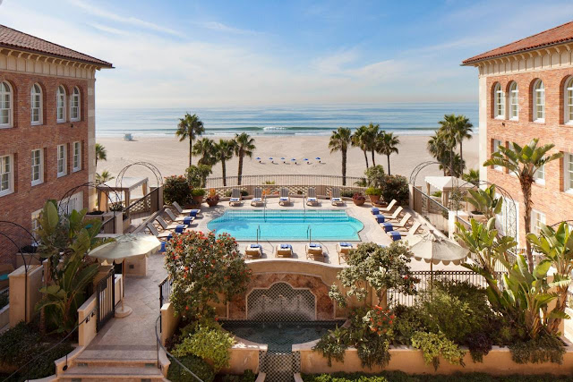 Hotel Casa del Mar invites you to unwind in style, inspired by the grand villas of the Mediterranean and the beachy vibe of Santa Monica. Its vibrant new ocean view lobby and Terrazza Lounge by interior designer Michael S. Smith are a contemporary contrast to its classic Italian Renaissance exterior.