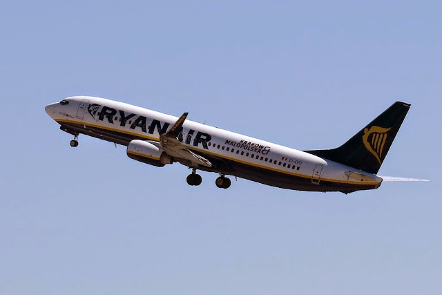 Ryanair Boeing 737-8AS, EI-EPD, airport of Pisa