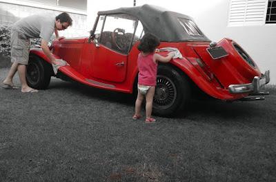 Quando lavar o carro é um gesto de ternura. (foto: Renata Tosetto)