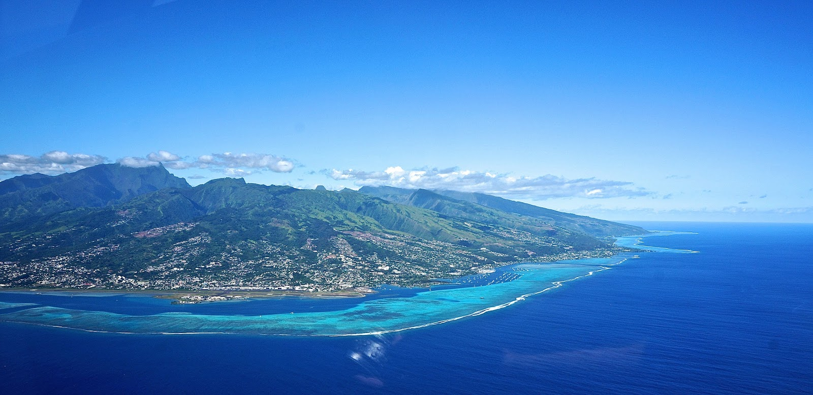 Tahiti moorea Tetiaroa from the sky flying over island and atoll French polynesia www.lexieblush.co.uk