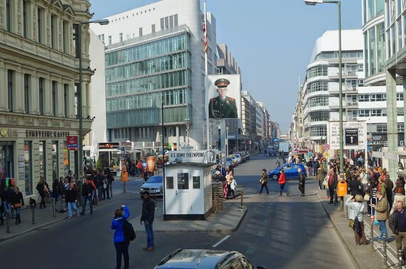 Checkpoint Charlie desde bus turistico
