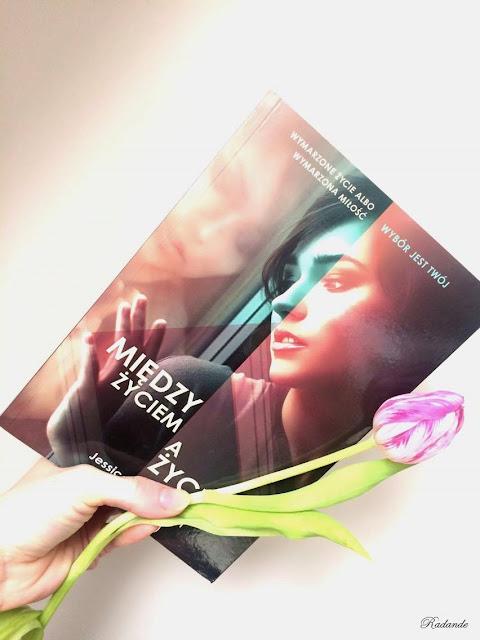 """Obyczajowy kącik #12: Jessica Shirvington """"Między życiem a życiem"""""""