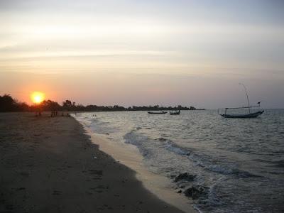 Wisata Pantai Siring Kemuning Madura
