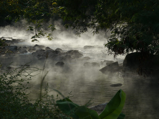 mysterious-boiling-water-in-peru-river