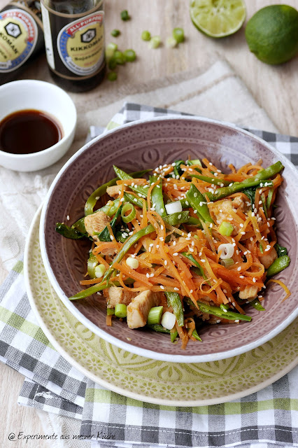 Experimente aus meiner Küche: Asiatische Möhrennudeln mit Hähnchen