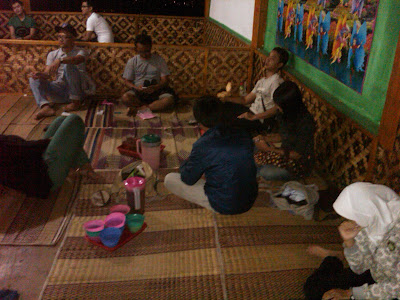 punclut+w Bandung, Suasana malam yang penuh gairah dan Surga para pencinta belanja