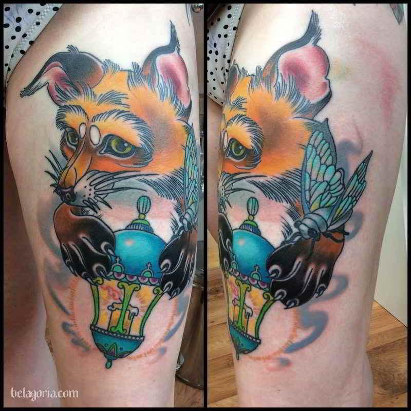 Un tatuaje de farol antiguo con un precioso zorro