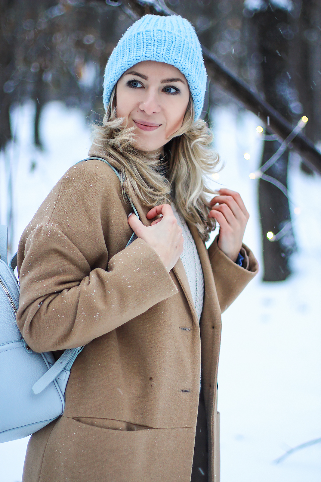 margarita_maslova_winter_look_blue_bini_hat_camel_coat312
