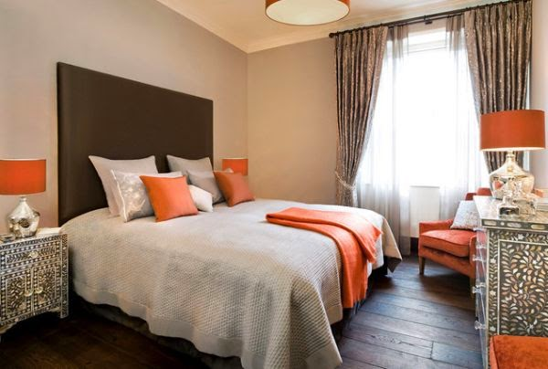 cuarto decorado marrón naranja