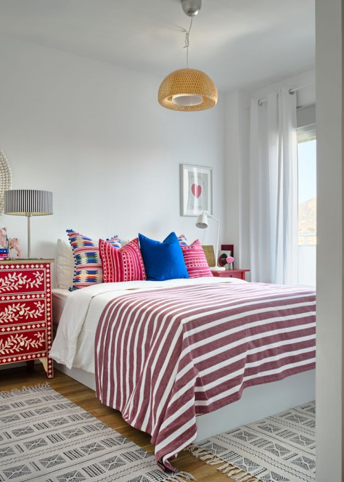 dormitorio con mueble pintado a mano chicanddeco