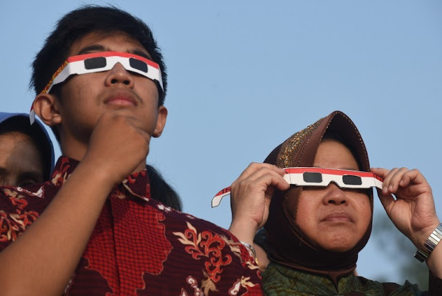 Walikota Surabaya Nobar Gerhana Matahari Di pantai Kenjeran Surabaya