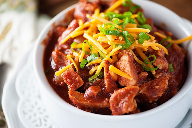 http://www.bunsinmyoven.com/2015/03/24/smoky-pork-slow-cooker-chili/