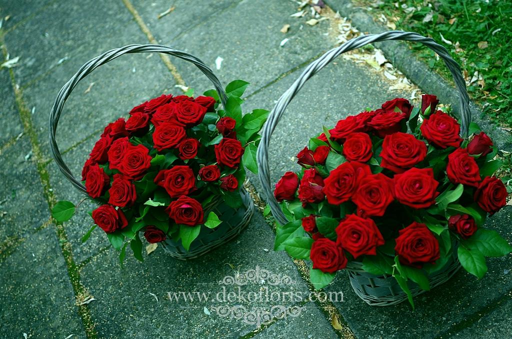 Kosze czerwonych róż - podziękowanie dla rodziców