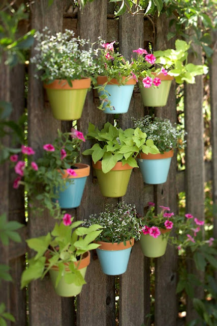 Hanging Terra Cotta Pots #planter #outdoorplanter #planterboxes #outdoor @SimplyDesigning