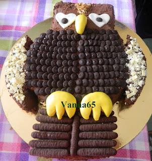 http://cucinaetorteggiaconvanna.blogspot.it/2013/11/torta-gufo-per-i-19-anni-di-vale.html