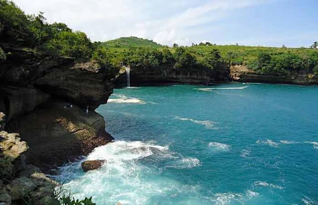 Panorama dan Kuliner di Pantai Popoh Tulungagung Jawa Timur Panorama dan Kuliner di Pantai Popoh Tulungagung Jawa Timur