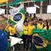 Flávio Rocha assiste ao jogo do Brasil com funcionários da Guararapes