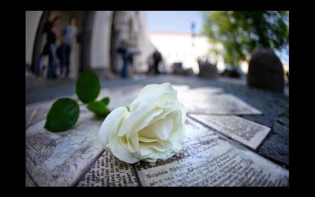 """Al CPIA in mostra """"La rosa bianca - volti di un'amicizia"""""""