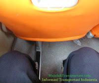 jarak antar kursi bis gapuraning rahayu kelas patas ac