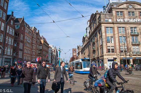 La plaza Dam en el centro en diez cosas que ver en Amsterdam