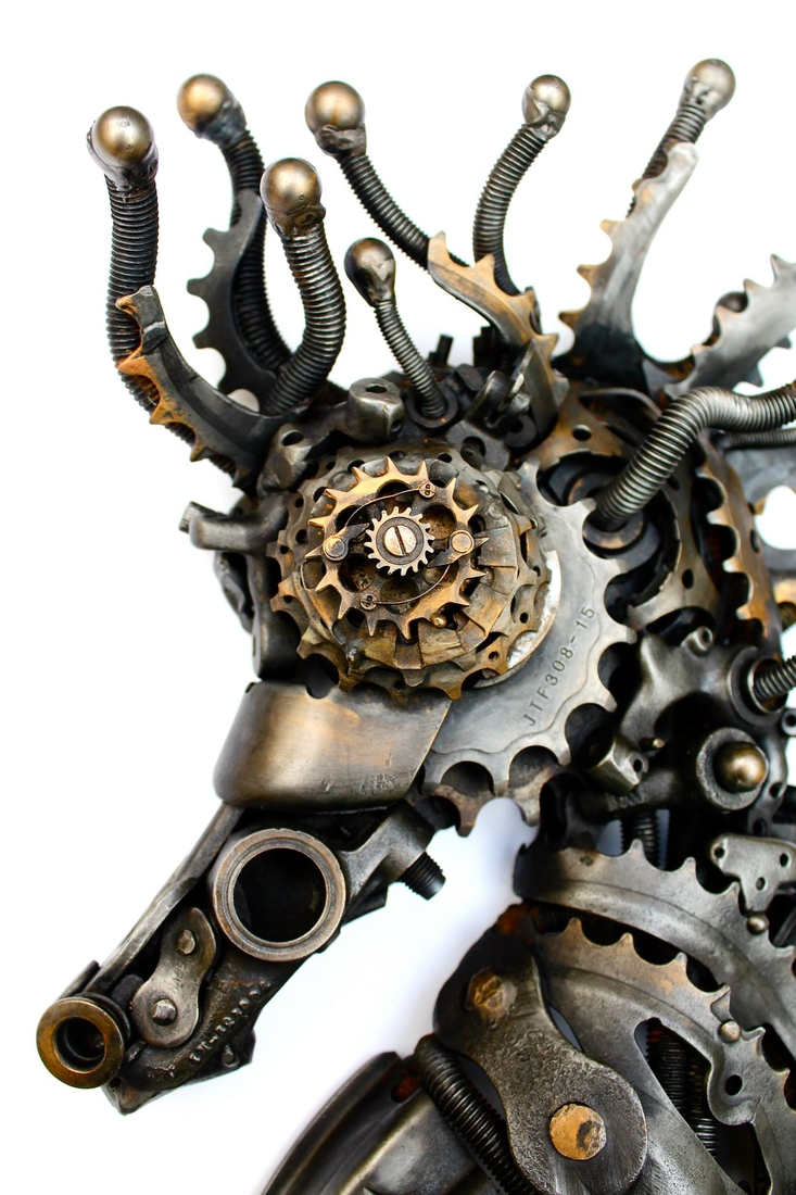 09-Steampunk-Seahorse-Alan-Williams-Animals-Sculptured-with-Recycled-and-Upcycled-Metal-www-designstack-co