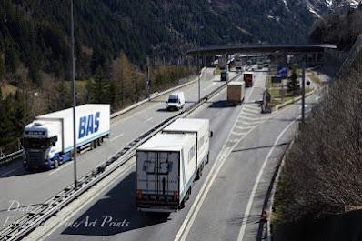 16:19 Uhr - noch fliesst der Verkehr beim Nord-Portal in Göschenen