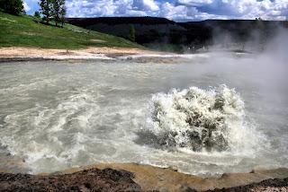 మరిగేనది - Boiling river in amazon