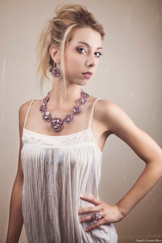 bijoux perles brodées rose