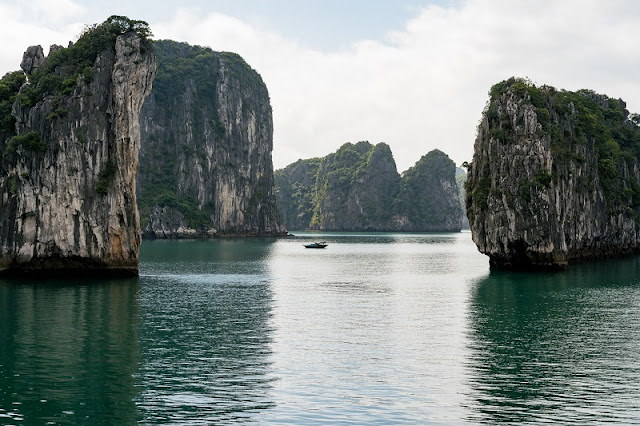 Dynamic Differences Between One-Day and Overnight in Halong Bay 1