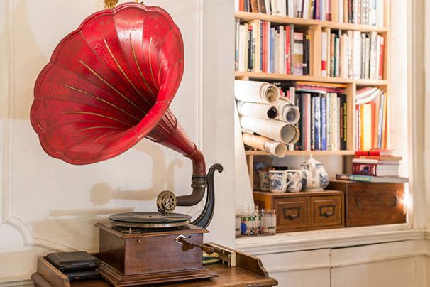gramophone rouge ancien brocante appartement décoration